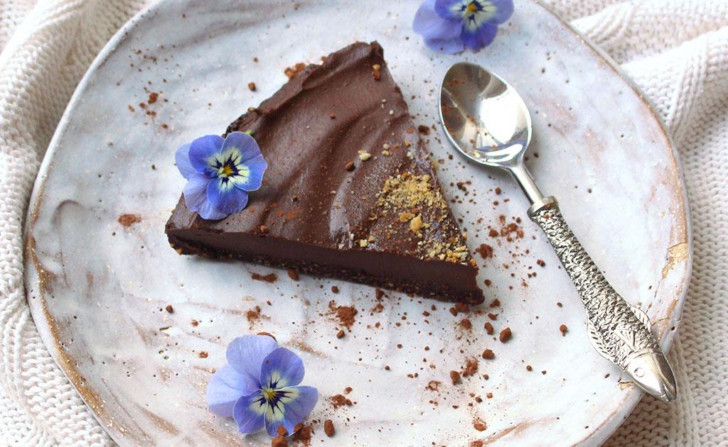 Almost-Raw-Chocolate-Hazelnut-Cake-4