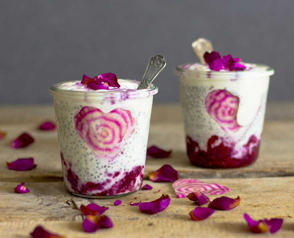 Raspberry ripple chia pudding1