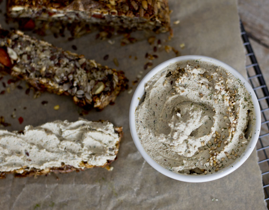 Tofu spread with seeds and herbs1111