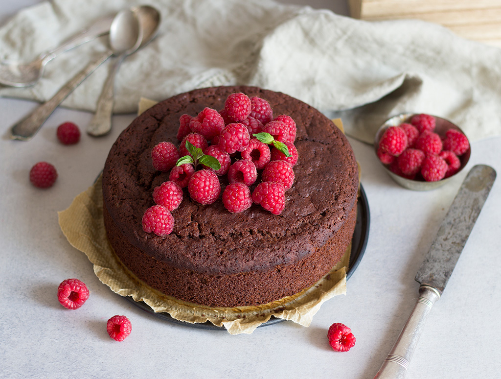Vegan-Chocolate-sponge-cake11-