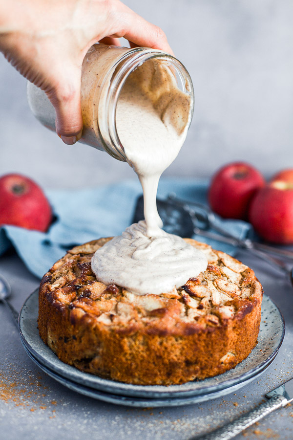 Pouring creamy cashew frosting on apple cake, Maja Brekalo