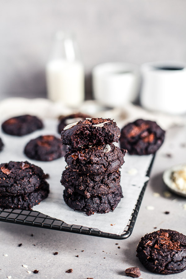 Black Bean Chocolate Cookies, glutne free flourless and vegan, Maja Brekalo #chocolatevegancookies #cookierecipe