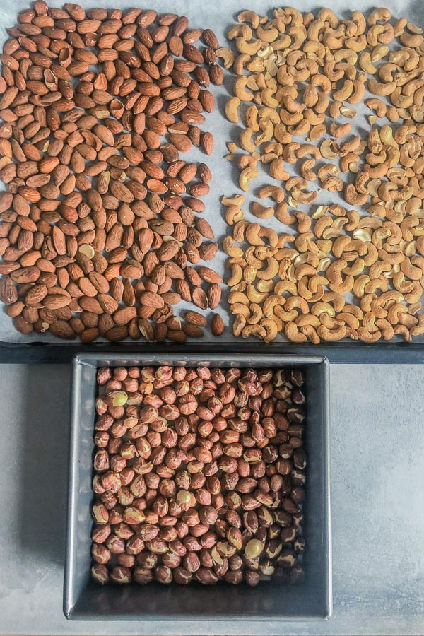 Roasted almonds, hazelnuts and cashews in trays