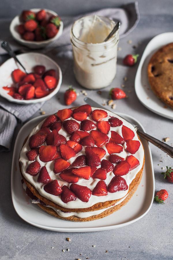 Assembling Vegan Strawberry Layered Cake, layer two Maja Brekalo