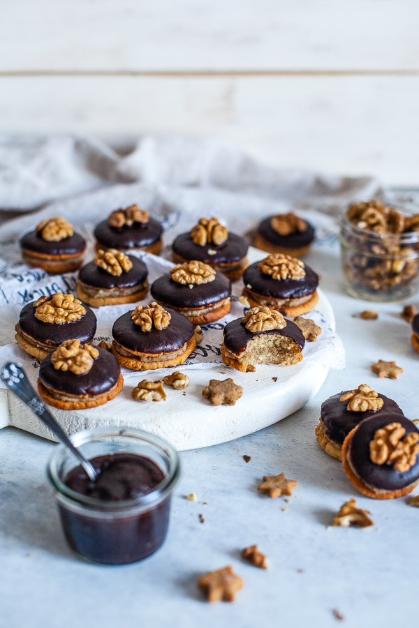 Hazelnut sandwich cookies with chocolate glaze