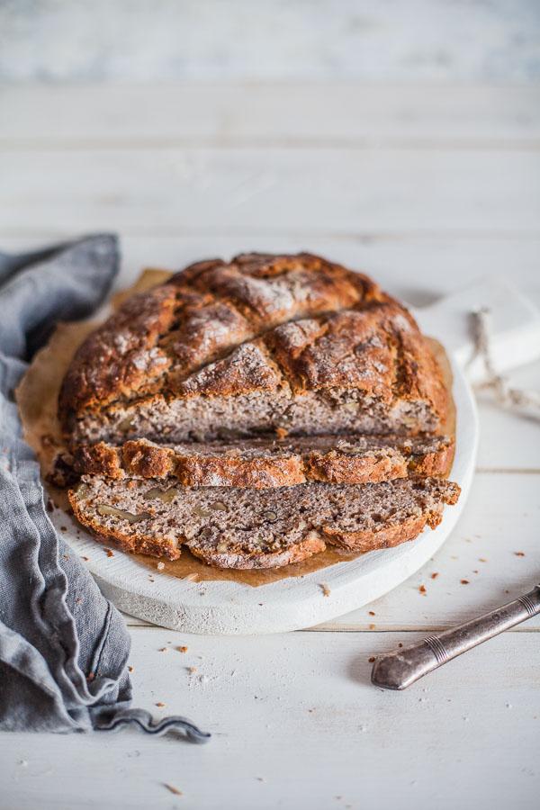 Wholegrain-bread-with-coconut-oil-sliced-on-white-board-maja-brekalo